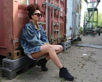 from hats to heels blogger denim jacket chunky boots sunglasses