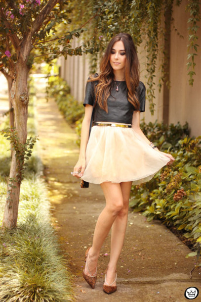 fashion coolture blogger chiffon flowy pointed toe skirt black top jewels top bag shoes