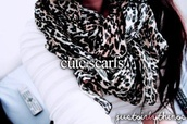 scarf,leopard print,black and white