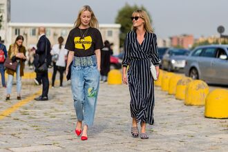 dress fashion week street style fashion week 2016 fashion week milan fashion week 2016 maxi dress striped dress stripes long sleeve dress denim jeans blue jeans embroidered embroidered jeans shoes red shoes t-shirt black t-shirt streetstyle slippers