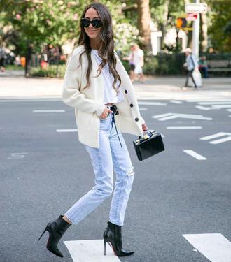 jeans tumblr light blue jeans blue jeans cardigan white cardigan boots black boots ankle boots bag black bag t-shirt white t-shirt