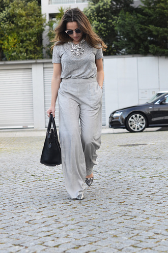 pants tumblr wide-leg pants grey pants t-shirt grey t-shirt necklace statement necklace silver necklace jewels jewelry silver jewelry bag all grey everything spring outfits