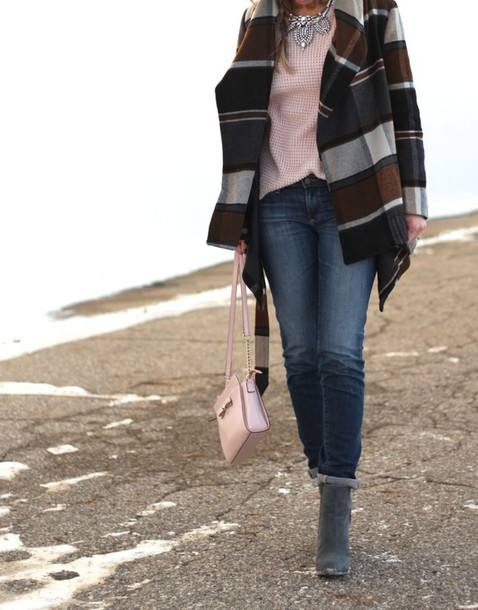 lilly's style blogger coat silver necklace suede boots pink sweater