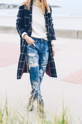 prosecco and plaid blogger coat sweater jeans shoes ripped jeans boyfriend jeans