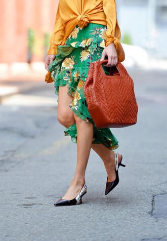 skirt ruffle skirt printed skirt floral floral prints blouse blogger blogger style kitten heels handbag asymetrical skirt