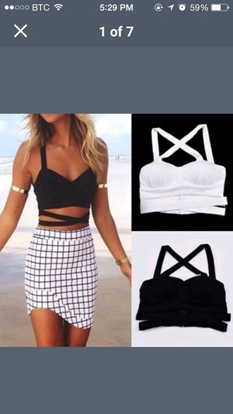 tank top crop tops top black top mxlisa.xo cute cute top cute outfits cropped girl girly girly wishlist bandu bralette bralette tops black and white black white black crop top white crop tops white top tumblr outfit tumblr girl tumblr top tumblr shirt cool boho boho shirt boho chic