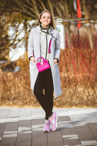 my blonde gal blogger top coat bag sweater jeans shoes