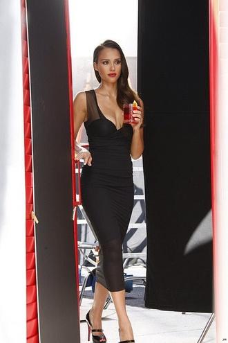 jessica alba red lipstick lipstick little black dress bodycon dress christian louboutin