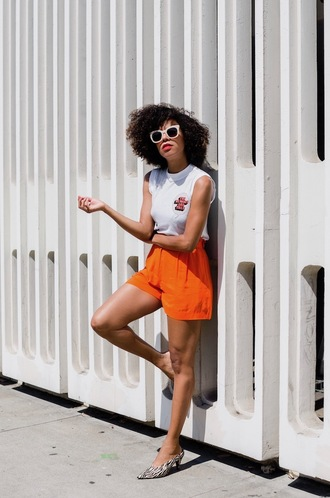 style me grasie blogger t-shirt shorts sunglasses summer outfits orange shorts