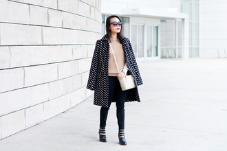 it's not her it's me blogger coat sweater sunglasses polka dots