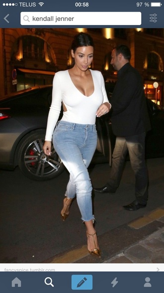 kim kardashian white top v neck