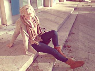 jeans cardigan scarf dark blue ugg boots camel beige beige cardigan slim jeans vest brown scarf boots slim mesh large mesh jeggings blue jeans blouse