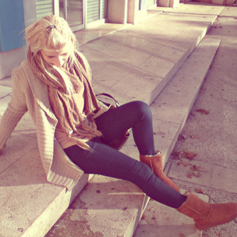 scarf boots jeans red lime sunday blouse beige cardigan jeggings dark blue ugg boots camel beige cardigan slim jeans vest brown scarf slim mesh large mesh blue jeans scarf red