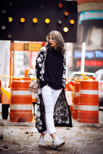 masha sedgwick blogger white jeans black and white black sweater jeans sweater shoes bag