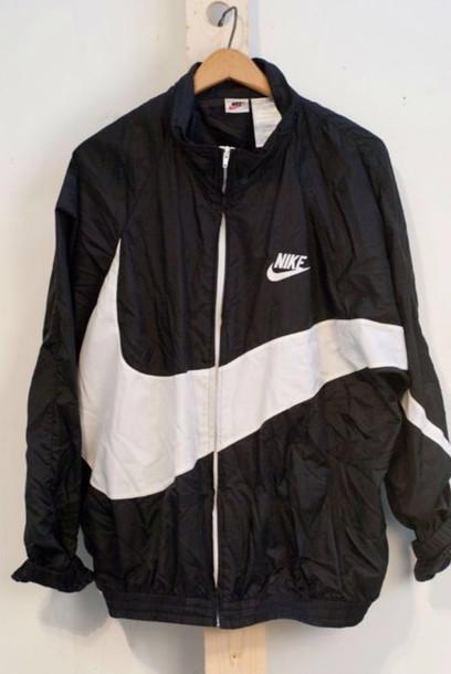jacket nike nike jacket tumblr windbreaker vintage black black jacket coat nike black white