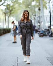 jumpsuit,checkered,belt,sneakers,white sneakers,grey jumpsuit