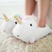 shoes,blanc licorne,unicorn,slippers,white,socks,pink unicorn,magic,not quite shoes