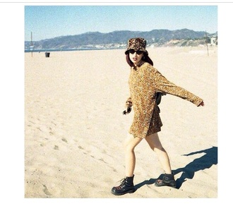 sweater over sized top gold gold sequins hat boots sunglasses beach
