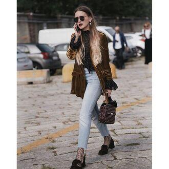 jeans tumblr velvet velvet jacket mustard shirt printed shirt denim blue jeans cropped jeans shoes black shoes mid heel pumps sunglasses bag printed bag streetstyle