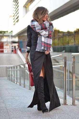 mi aventura con la moda blogger tartan scarf long coat black boots red bag