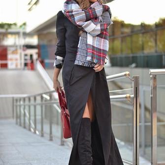 blogger tartan bag mi aventura con la moda long coat black boots scarf red