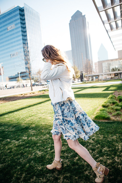side smile style blogger cut out ankle boots floral dress white jacket dress shoes jacket sunglasses