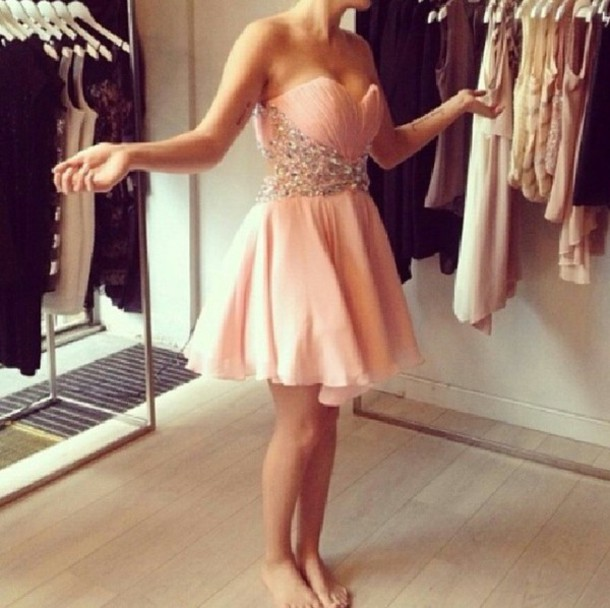 dress peachy pink prom dress short prom dress prom teenagers pink pink rose juwel nude pearl jewels corall saumon pink dress pastel pastel pink light pink short sleeveless bling homecoming dress short dress dusty pink bedazzled