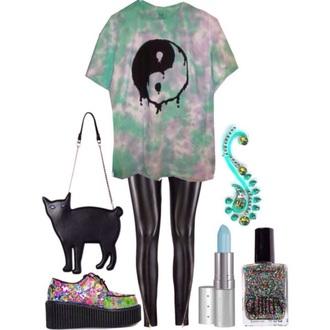 t-shirt green purple yin yang yin yang shirt tye dye shirt help me pls bag leggings make-up