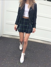 plaid skirt,tartan skirt,black leather jacket,cropped t-shirt,school girl,tennis skirt,mini skirt,fall outfits,white shoes,jacket,leather,leather jacket,black,skirt,green,pleated skirt,shoes