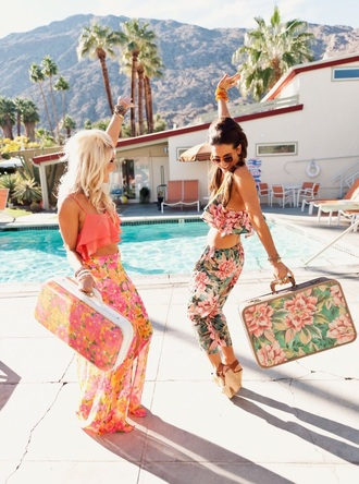 bag tropical outfit pink suitcase orange vacation look tropical floral shorts crop tops flowers palm tree print tank top