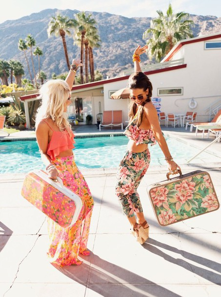bag  tropical outfit  pink  suitcase  orange  vacation look  tropical  flowered shorts  crop