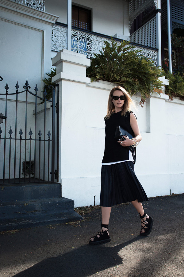 oracle fox blogger top bag jewels sunglasses cuff bracelet