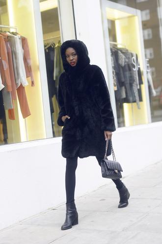 bisous natascha blogger black coat faux fur coat black boots