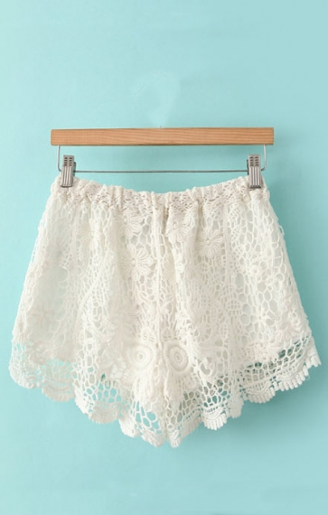 Hollow-out Hooked Flowers Lace Shorts