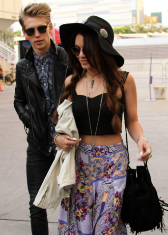 skirt hat celebrity vanessa hudgens clothes top black bag fringed bag tank top boho long skirt indian ikat print skirt purple patterned skirt colorful indie yellow maxi skirt shirt bag pants festival hipster hippie vannessa hudgens sunglasses crop print black crop tops austin butler pattern beach look