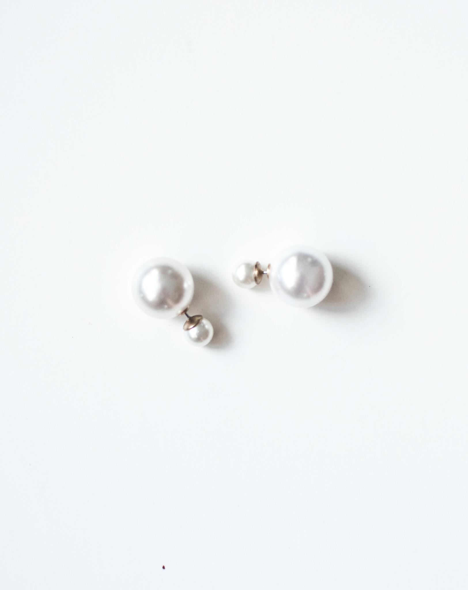Double back pearl earring