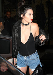 jewels,shorts,denim shorts,choker necklace,top,plunge v neck,jacket,model off-duty,kendall jenner,kardashians,bling,keeping up with the kardashians,model,necklace,jewelry,celebrity style,celebrity,celebstyle for less