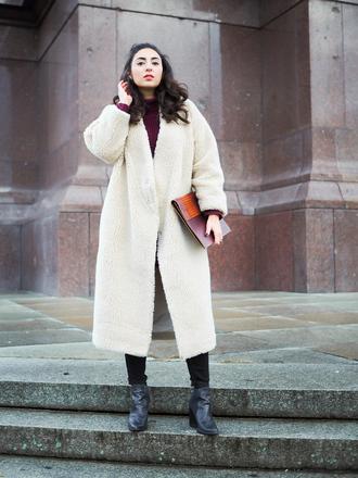 samieze blogger coat jeans sweater dress shoes bag sunglasses winter outfits clutch winter coat boots