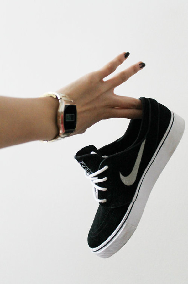 shoes nike sneakers black white black nike nike shoes pretty women's shoes