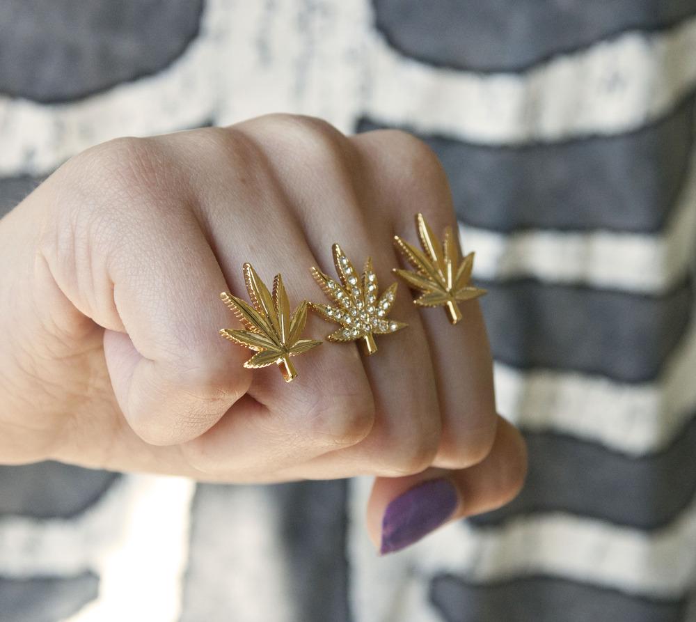 High society weed ring / glittered bones