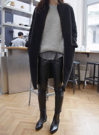 coat winter outfits winter fashion bootsb black outfits streetstyle street stylef fashion minimalist simple fashion leather pants jumper sweater grey sweater comfortable jacket cardigan warm pants