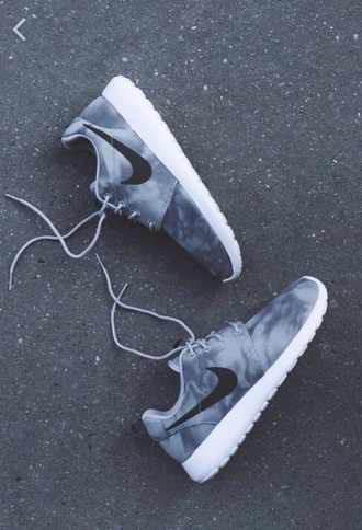 shoes nike nike shoes nike running shoes nike air nike roshe run nike free run adidas tumblr tumblr outfit tumblr girl tumblr clothes instagram sea of shoes running shoes runway sportswear sports shoes sporty grey black white