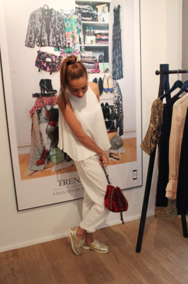red bag shoes white blouse pants top white top white tops White blouse sneakers red hand bag ginger hair ginger