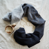 scarf,ombre,ombre scarf,shoulder chain,chain,chic,goth,navy,navy ombre,black ombre,ombre bleach dye,accessories,cool girl style,classic,classy