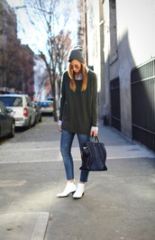 sweater,cashmere jumper,cashmere,winter sweater,oversized sweater,boots,white boots