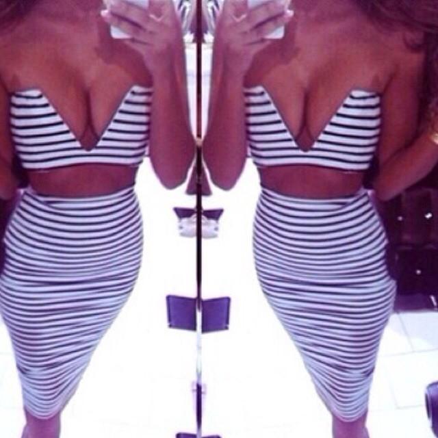 V-neck Knee-Length Dress