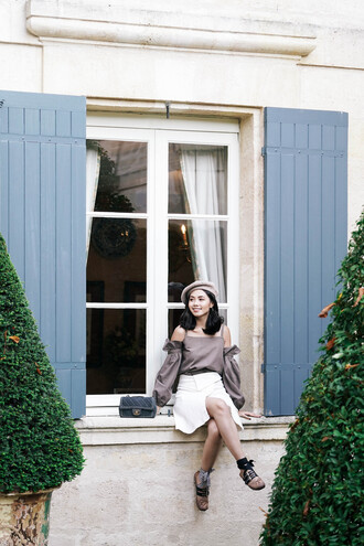 olivia lazuardy blogger hat bag shoes beret chanel bag white skirt