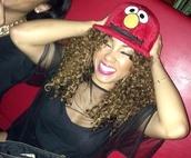hat,white,black,elmo,cartoon,cartoony,red,yellow,bracelets,top,style,fashion,jewels,make-up