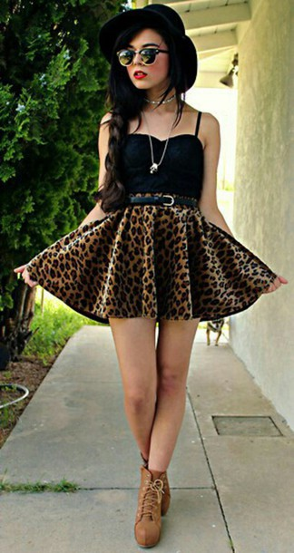 skirt black bralette high waisted skirt leopard print skirt brown leather boots retro look vintage sunglasses vintage hat top shoes sunglasses hat