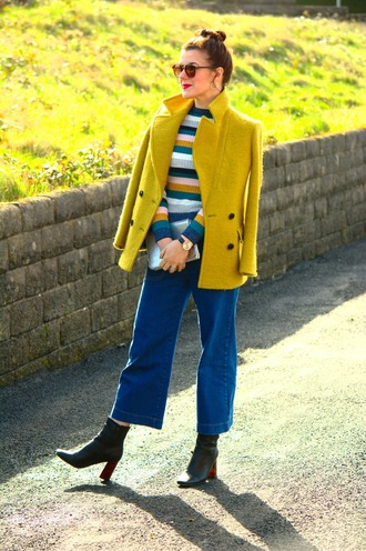 rachelthehat blogger shoes bag sweater coat jacket winter outfits yellow coat ankle boots clutch